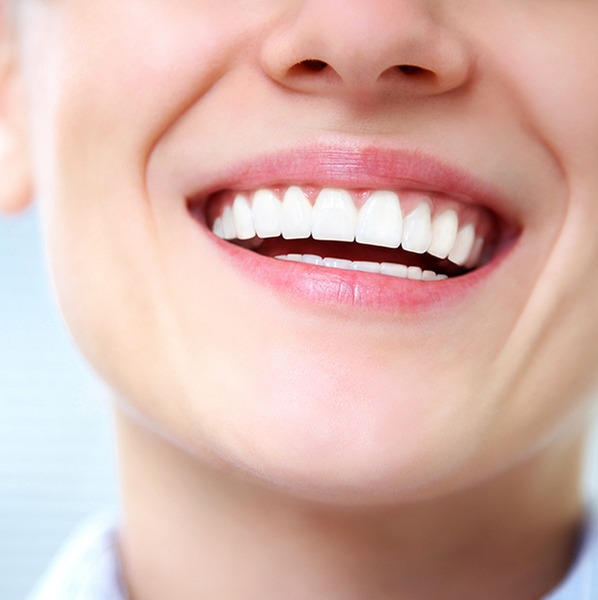 Cuidados básicos tras ponerte implantes dentales